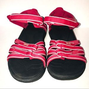 Teva F27116K pink strappy sandals size 9 EUC!!